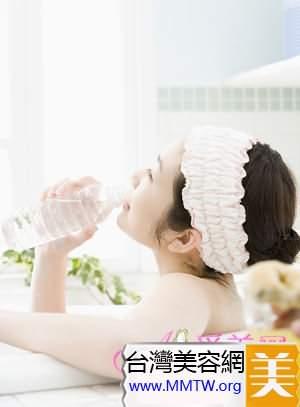 神奇保濕王牌   玻尿酸讓肌膚喝足水