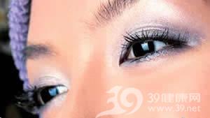 應對浮腫黑眼圈最佳眼妝