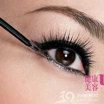 眼部化妝重點眼線畫法