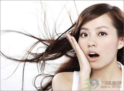 乾燥秋天 怎麼給你的頭髮喝水?
