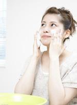 當心10個洗臉誤區毀你容