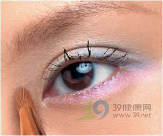 提升眼角線條動感眼妝