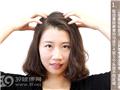 取適量按摩膏塗抹於頭皮
