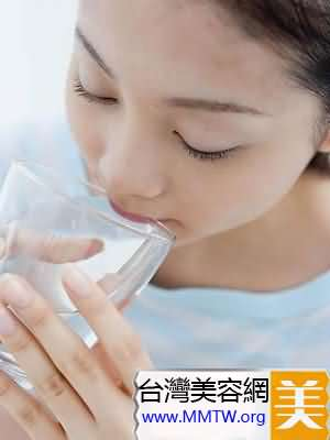 每天喝水MM怎麼喝才最美容?
