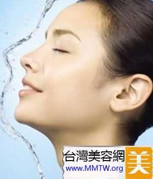每天只用潔面乳洗一次臉