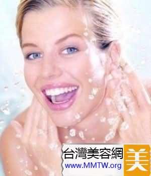 塗上具補濕及高滋潤性的乳霜