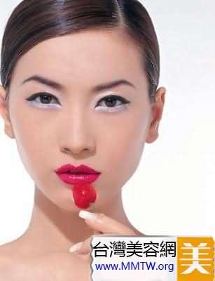 氣候乾燥女人秋冬護唇方法