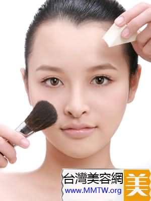 專業彩妝師會建議你常備兩個色度的遮瑕膏