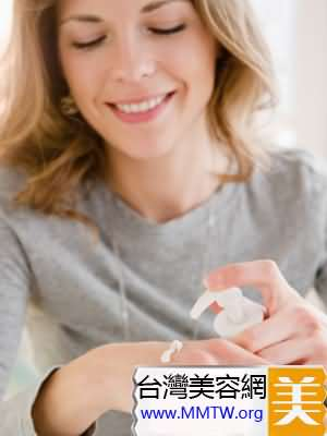高濃度的果酸產品在保濕乳液或面霜之後再使用