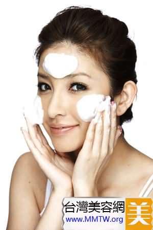 每一次洗臉都是重要的保濕環節