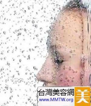 只靠化妝水保濕