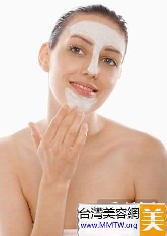 吸飽水的化妝棉硬邦邦,停止用它拍打肌膚