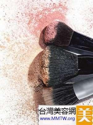 使用不乾淨的化妝刷