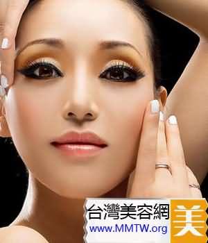 塗抹眼霜需要配合適當的按摩
