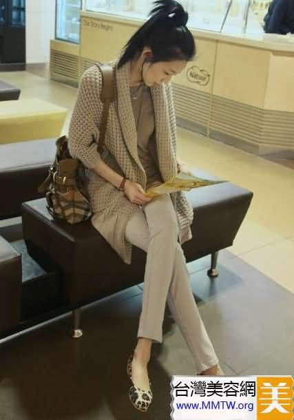 寬鬆上衣+鉛筆褲顯瘦搭配