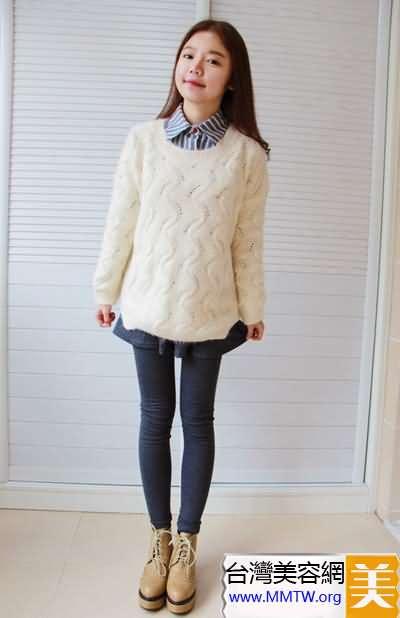 毛衣短裙時尚搭配 甜美減齡又增高