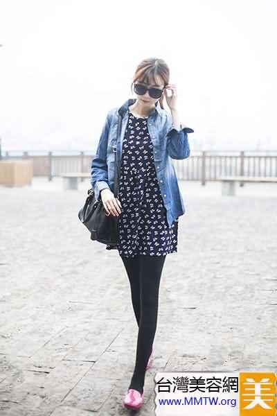 牛仔外套+短裙+平底鞋 春季出遊美翻天