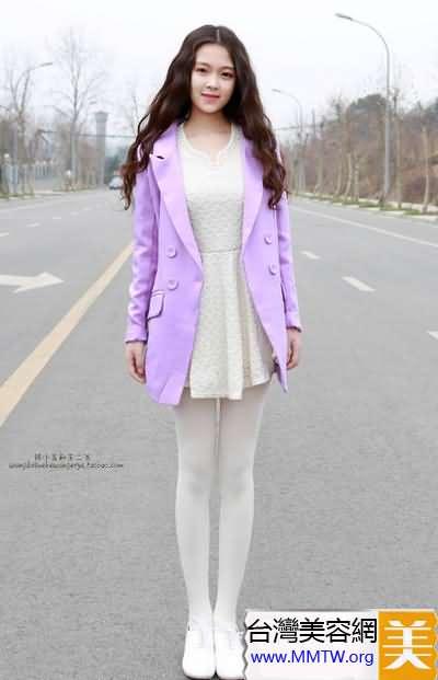 蕾絲連衣裙搭配出新意 甜美韓系加俏皮