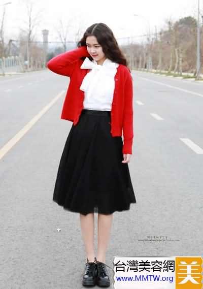 春裝白襯衣+長裙搭配 優雅顯高似女神