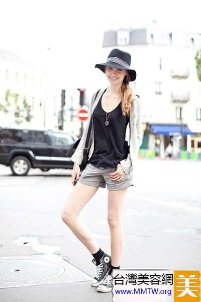 T恤短褲罩開衫 春季秀美腿穩賺回頭率