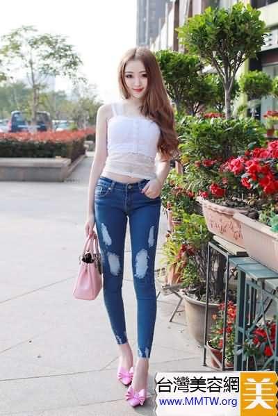 T恤襯衣扎進牛仔褲 長腿緊臀更美麗
