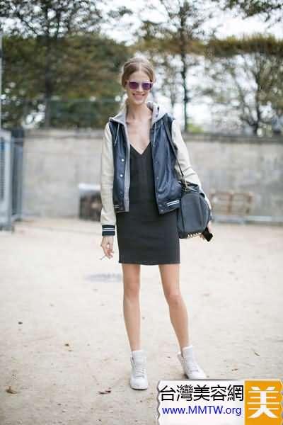 春裝短裙搭平底鞋 舒適出遊更甜美