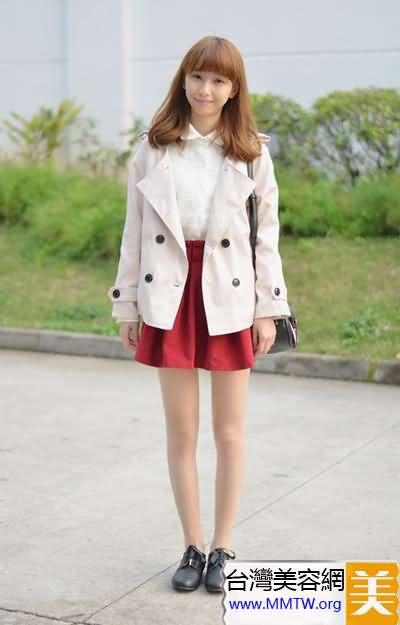 春裝薄外套輕裝上陣 搭配短裙更優雅