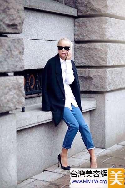 牛仔褲搭配高跟鞋 修飾美腿更有女人味