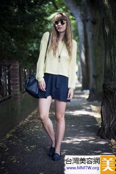 長袖T恤配短裙 休閒甜美混搭很驚艷