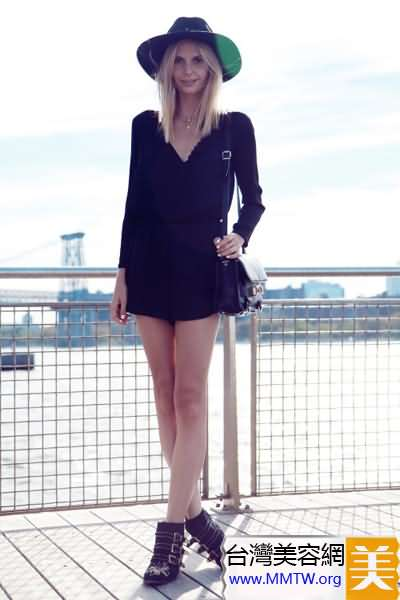 黑色蕾絲連衣裙 穿出極致性感女人味