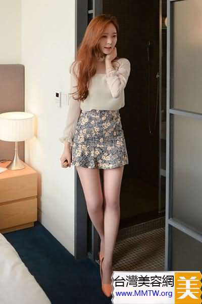 雪紡衫搭配短裙 淑女風格甜美動人心