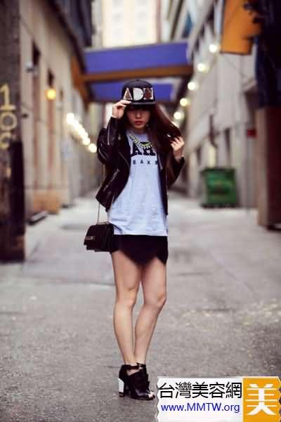 春裝短外套搭短裙 穿出長腿顯活力