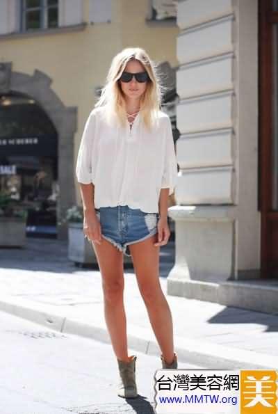 長袖襯衫+短褲 秀出長腿身材更高挑