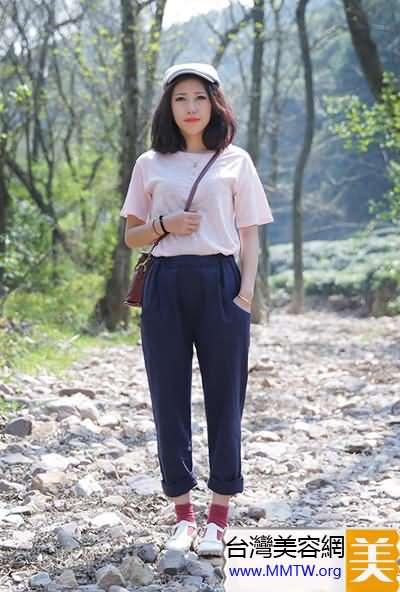 微胖女穿T恤搭配哈倫褲 舒適跟時髦