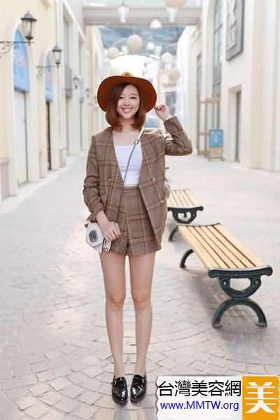 寬肩豐滿女穿V領 巧搭妙穿顯瘦上半身