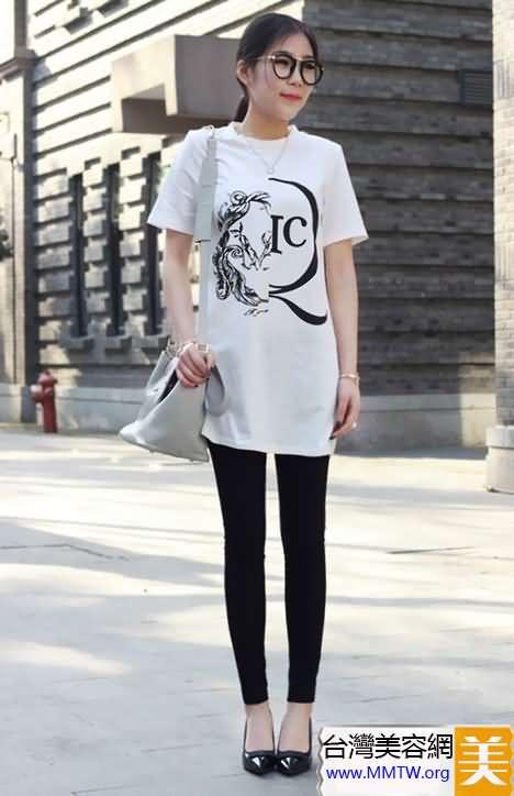 中長T恤當裙穿 搭配打底褲省心又顯瘦