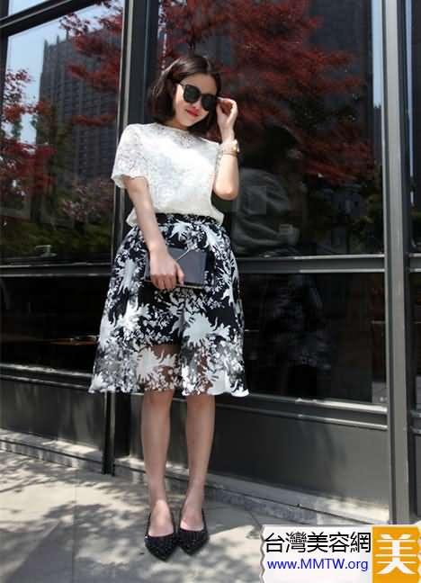 透視襯衫搭裙裝 性感甜美加三分