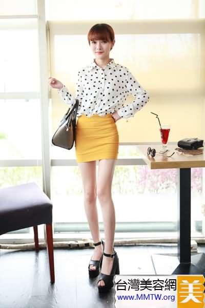 高腰短裙+高跟鞋 拉長雙腿會增高