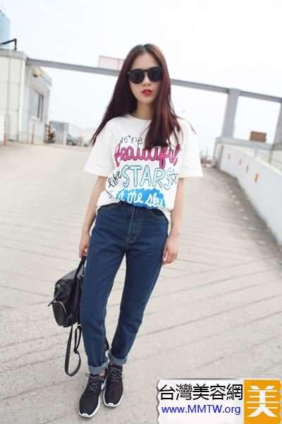 胖妞就穿寬鬆T 搭配牛仔褲顯瘦又時髦