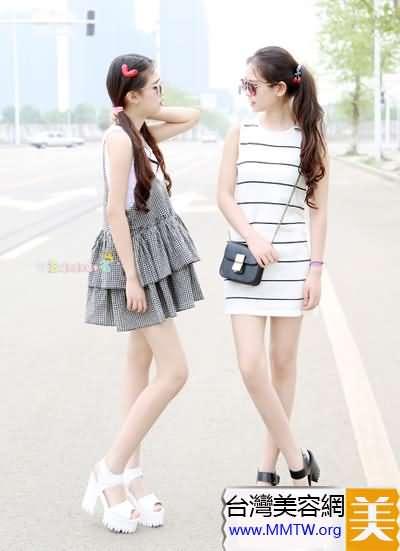 短款連衣裙顯腿長 搭厚底涼鞋最顯高