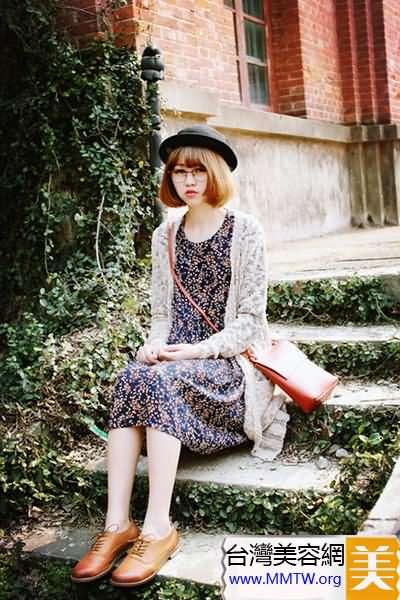 碎花裙+復古皮鞋 清新森女系搭配最減齡