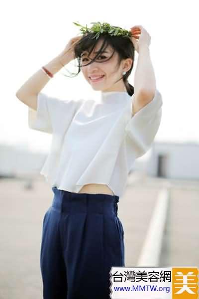 文藝范顯高搭 短款T恤+高腰褲很簡單