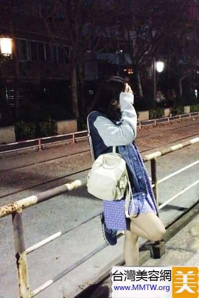 雙肩包+半身裙 出遊混搭韓式休閒風