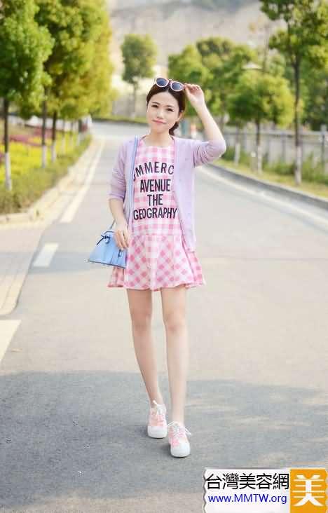 淺色休閒裝 搭配糖果色帆布鞋最吸睛【圖】