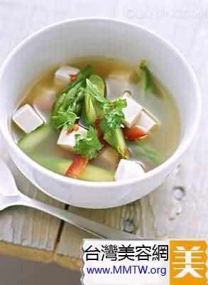 牛奶豆腐湯