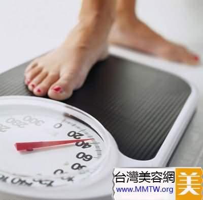 為什麼早上和晚上稱體重有差別