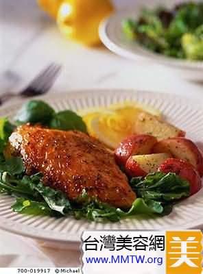 每天應食用三份、每份100克的蛋白質
