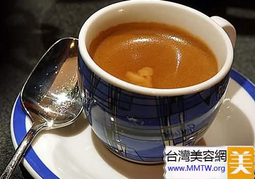 日飲黑咖啡兩杯