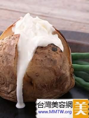 土豆帶皮熱水煮