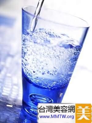 喝大量的水12-16杯